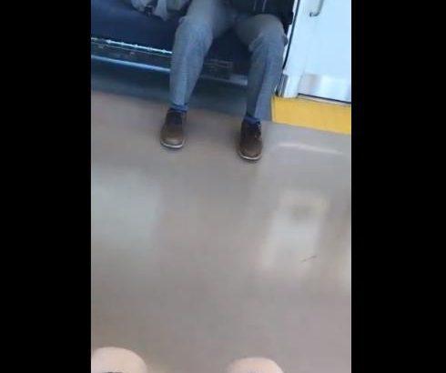 【衝撃】女子高生、電車でおじさんの○○を見せられる「マジでこういうの社会のゴミ」