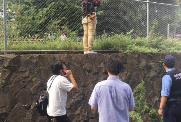【炎上】京急踏切事故の現場にマスコミが侵入!警察に注意されてもガン無視