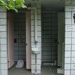 【衝撃】外から丸見えの公衆トイレが話題に!