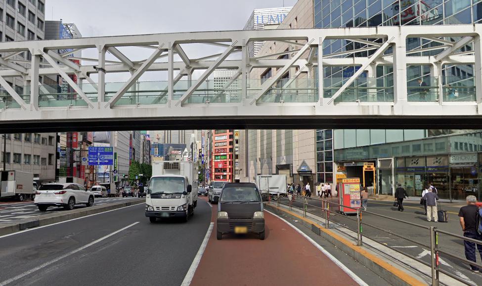 駅 自殺 新宿 南口