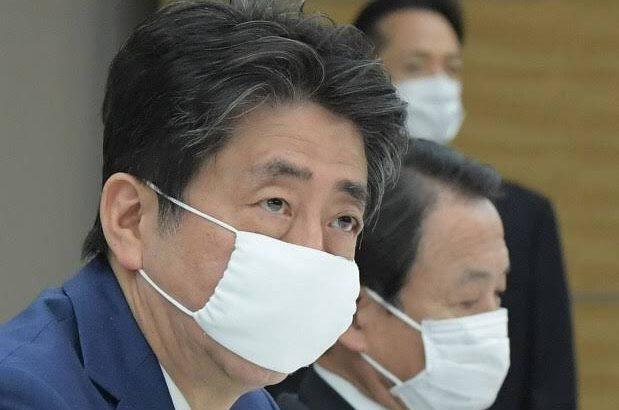【小さい、かわいいと話題に】安倍総理だけ給食当番のマスクみたい