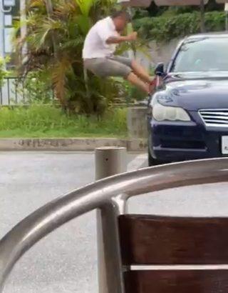 【衝撃映像】マスク拒否男が沖縄にも!?マークXに殴る蹴る